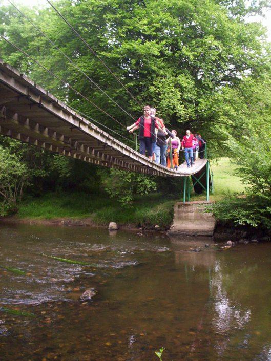 Touwbrug over de rivier
